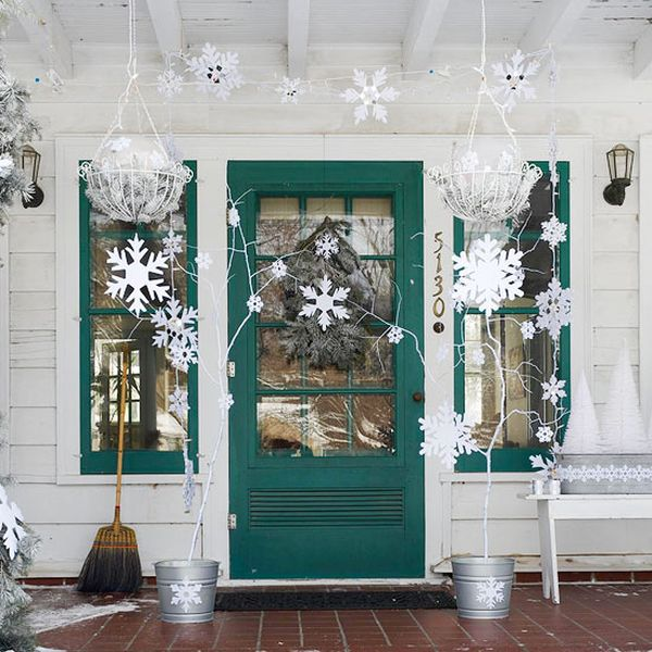 15-Ways-to-Decorate-Your-Christmas-Front-Porch7.jpg